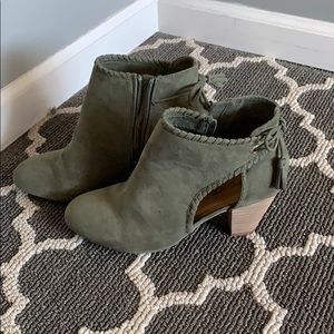 Size 8 booties. Brand : Report.